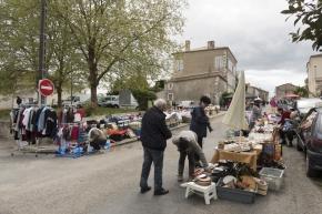 2016 04 24 Vide grenier et marché aux fleurs de LEVIGNAC (2)
