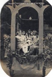 Henriette Lagrange reine de la fête à Ste Bazeille